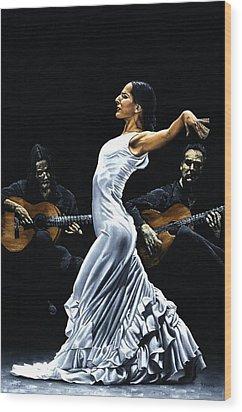 Concentracion Del Funcionamiento Del Flamenco Wood Print by Richard Young