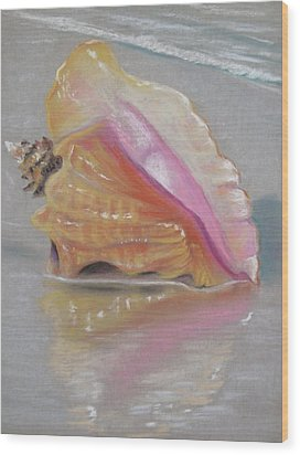Conch On Beach Wood Print by Joan Swanson
