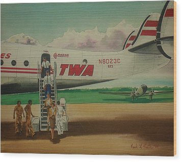 Connie Crew Deplaning At Columbus Wood Print by Frank Hunter