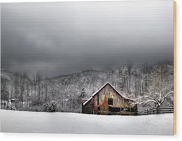 Country Barn In The Smokies Wood Print by Mike Eingle