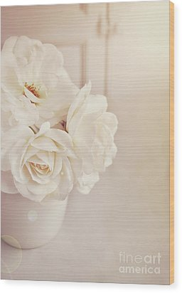 Wood Print featuring the photograph Cream Roses In Vase by Lyn Randle