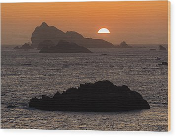 Crescent City Sunset From Battery Point Lighthouse Wood Print