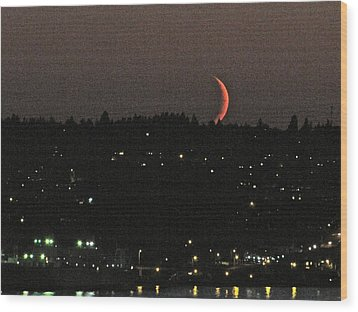 Crescent Moonset Wood Print by Sean Griffin