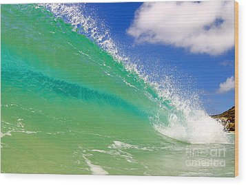 Crystal Clear Wave Wood Print by Paul Topp