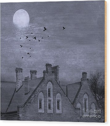 Wood Print featuring the photograph Curse Of Manor House by Juli Scalzi