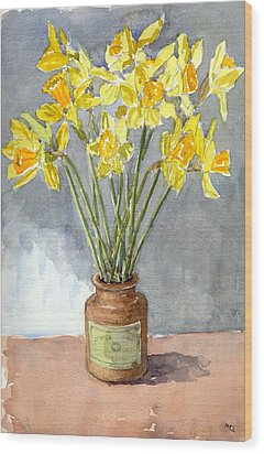 Daffodils In A Pot. Wood Print by Mike Lester