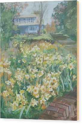 Daffodils On The Corner Wood Print by Carol Strickland