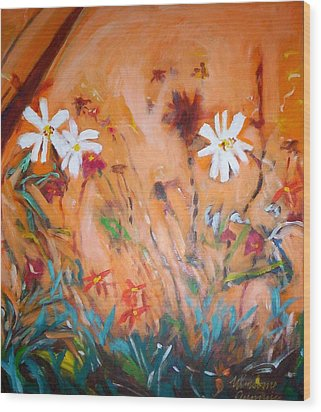 Daisies Along The Fence Wood Print by Winsome Gunning