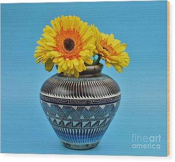 Daisies Displayed In Navajo Native American Vase Wood Print by Ray Shrewsberry