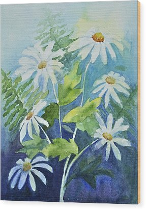Daisy Delight  Wood Print by Sandy Fisher