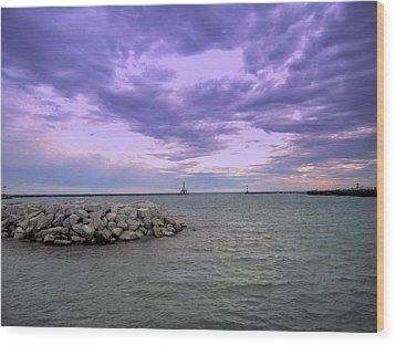 Darkening Skies Over Lake Michigan Wood Print by Don Struke