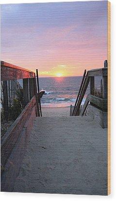 Dawn At The Beach Wood Print