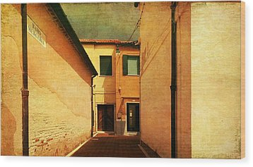 Wood Print featuring the photograph Dead End by Anne Kotan