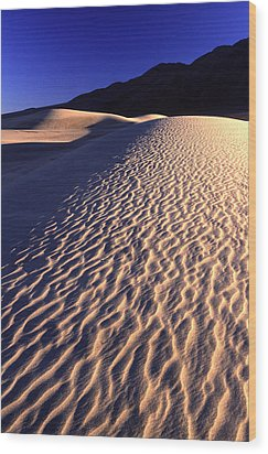Death Valley Dune Wood Print by Eric Foltz