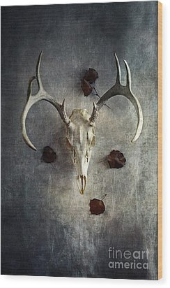 Wood Print featuring the photograph Deer Buck Skull With Fallen Leaves by Stephanie Frey