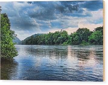 Wood Print featuring the photograph Delaware River by Michael Dorn