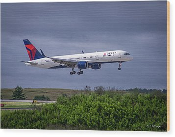 Delta Air Lines 757 Airplane N557nw Art Wood Print by Reid Callaway