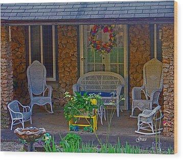Der Vaters Edge House Wood Print by Julie Grace