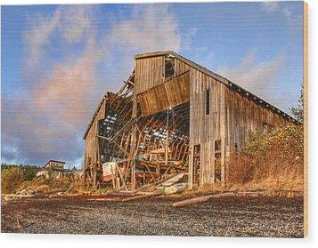 Derelict Boatshed Wood Print by Darryl Luscombe