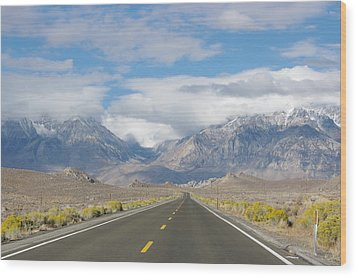 Deserted Road To Mt. Whitney Wood Print by Jeff Lowe