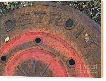 Detroit Manhole Cover Spray Painter Red Wood Print