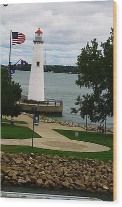 Detroit Waterfront Lighthouse Wood Print