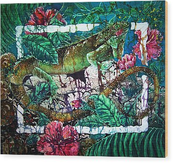 Dining At The Hibiscus Cafe - Iguana Wood Print by Sue Duda