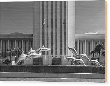 Dolphin Fountain In Black And White Wood Print by Frank Feliciano