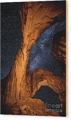Double Arch And The Milky Way - Utah Wood Print by Gary Whitton