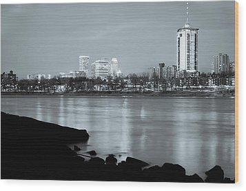 Downtown Tulsa Oklahoma - University Tower View - Black And White Wood Print