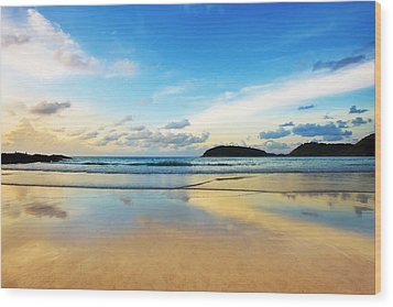 Dramatic Scene Of Sunset On The Beach Wood Print