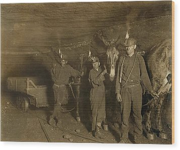 Drivers And Mules With Young Laborers Wood Print by Everett