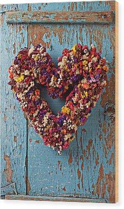 Dry Flower Wreath On Blue Door Wood Print by Garry Gay