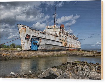 Duke Of Lancaster  Wood Print by Adrian Evans