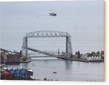 Duluth Lift Bridge On A Grey Day Wood Print by Ron Read