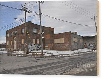 Dunn And Pitt Street Urban Exploration Wood Print by Reb Frost