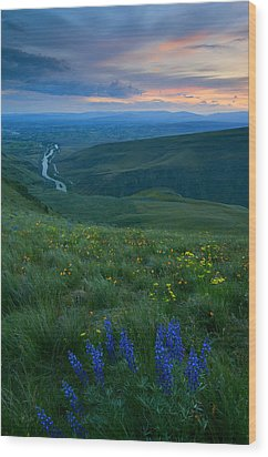 Dusk Over The Yakima Valley Wood Print by Mike  Dawson