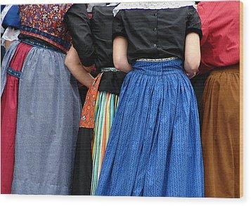 Dutch Dancers In A Huddle Wood Print by Michelle Calkins
