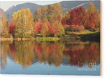 Early Fall At Lafarge Lake Wood Print by Rod Jellison