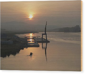 Wood Print featuring the photograph Early Hour On The River by Lucinda Walter