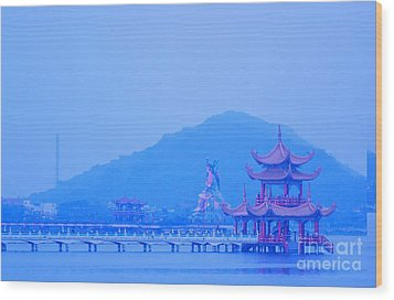 Wood Print featuring the photograph Early Morning At The Lotus Lake by Yali Shi