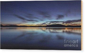 Early Morning On Lake Lanier Wood Print by Bernd Laeschke