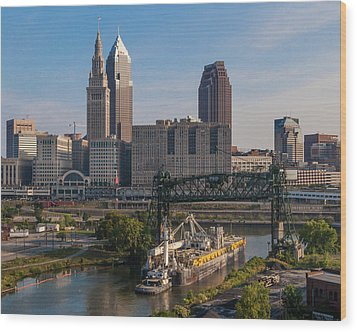 Early Morning Transport On The Cuyahoga River Wood Print