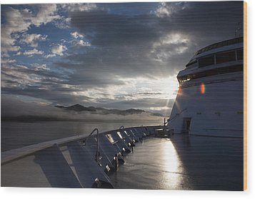 Wood Print featuring the photograph Early Morning Travel To Alaska by Yvette Van Teeffelen