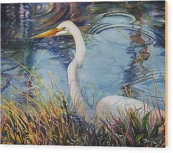 Egret In Cameron Marsh Wood Print by Sue Zimmermann