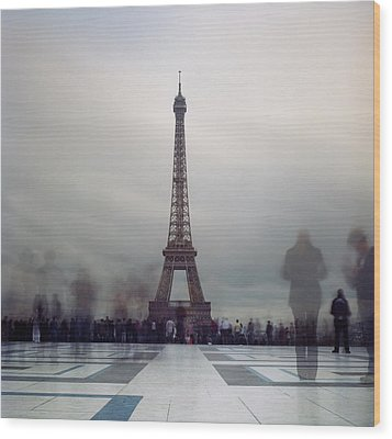 Eiffel Tower And Crowds Wood Print by Zeb Andrews
