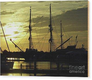 El Galeon Sunrise Wood Print