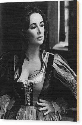 Elizabeth Taylor In The Taming Of The Shrew Wood Print