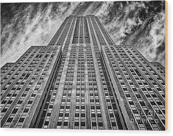 Empire State Building Black And White Wood Print by John Farnan