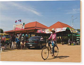 En Route To Siem Reap Wood Print